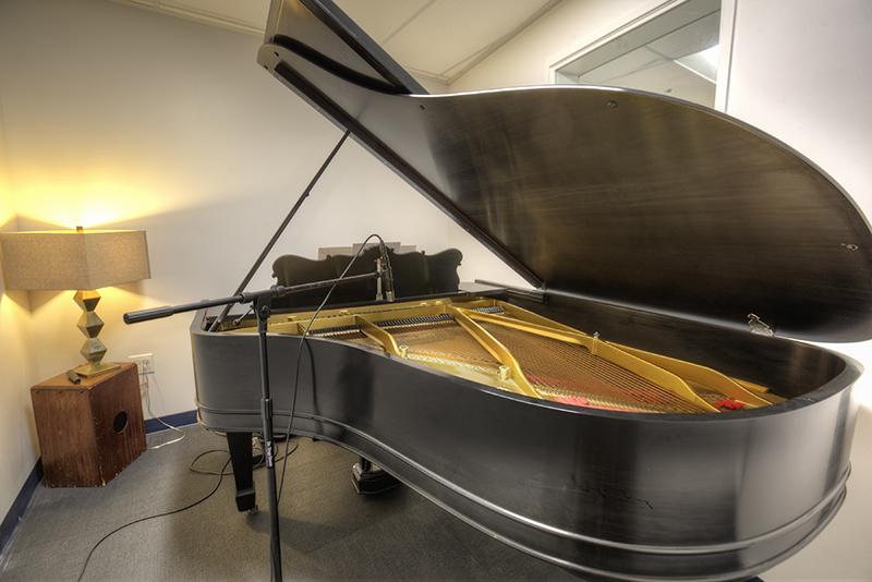 Sober College Drug Rehab Facilities Los Angeles Music Studio