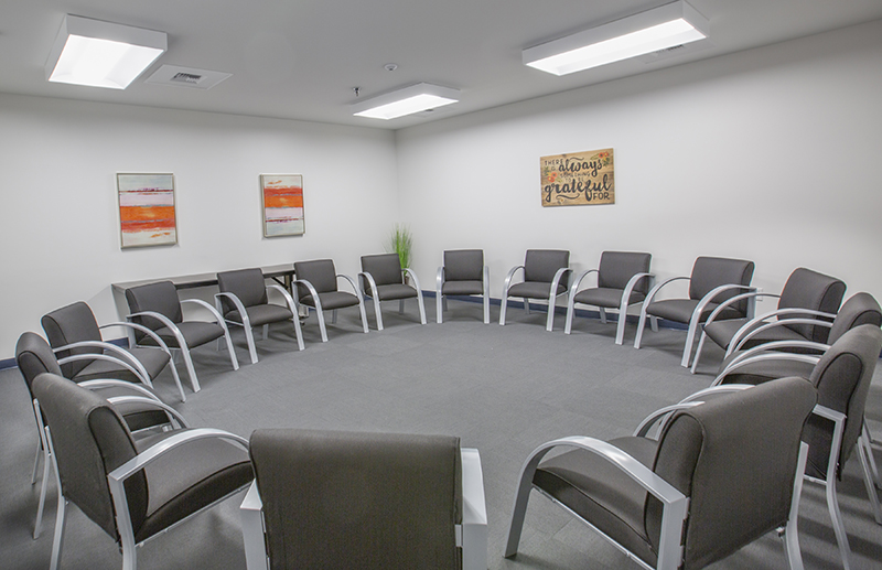 Sober College Drug Rehab Facilities Los Angeles Group Room
