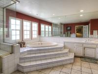 Sober College Womens Rehab Center Bathroom tub